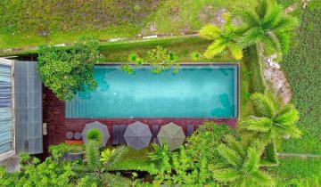 poolside-space