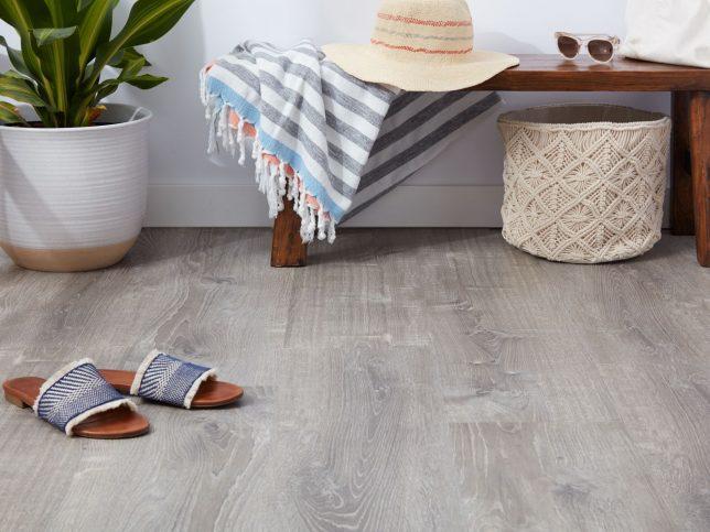pros-and-cons-resilient-vinyl-flooring-4121078_0549-51b3422d50f8418b844f4ac706ecc7f7
